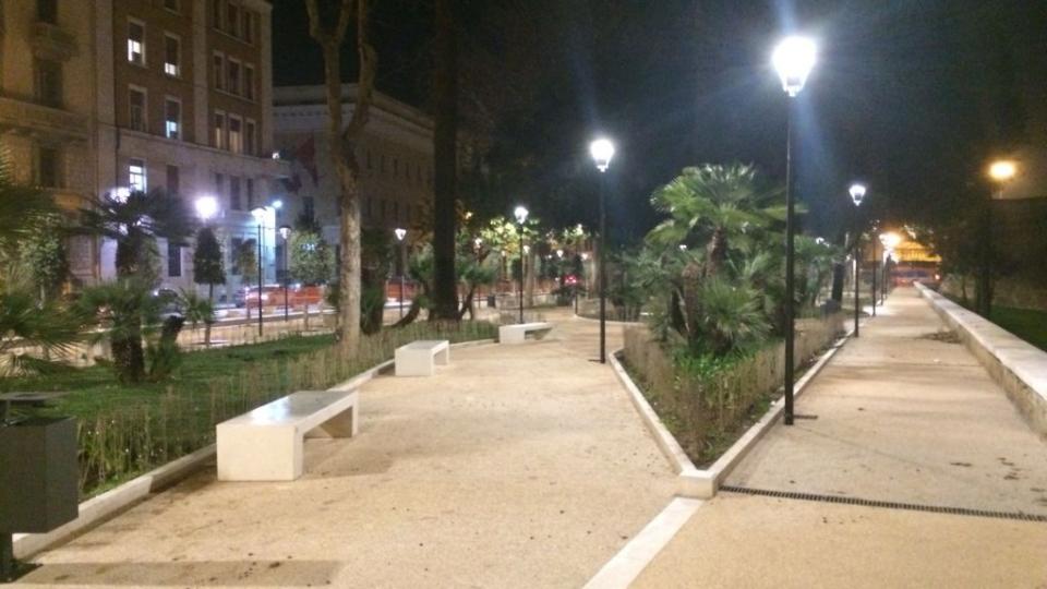 Giardini Isabella d'Aragona (laterale, notte)